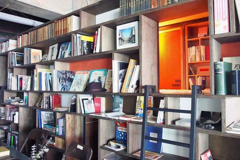 興味深い本がたくさんな本棚